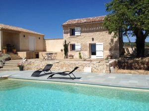 gite-swimming-pool-provence